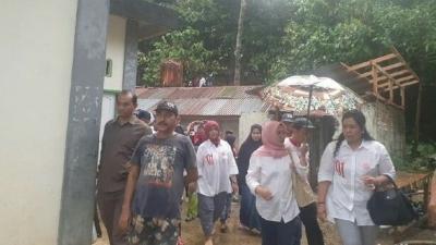 Kampanyekan Jokowi-Ma'ruf, Srikandi Door to Door ke Warga Sumbar