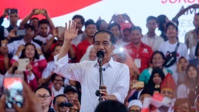 Kampanye di Asahan Sumut, Jokowi Cerita Dicegat Pendukung 1,5 Jam