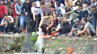 May Day, Ribuan Buruh Mancing Bareng Kapolda