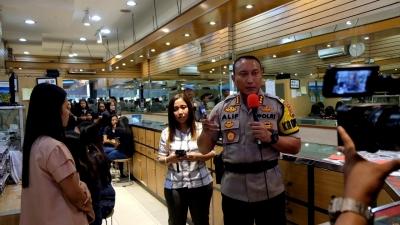 Edukasi Pencegahan Tindak Kriminal, Kapolres Live Medsos di TKP Curas Toko Emas