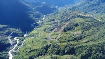 Kenapa Jokowi Pamer Jalan Perbatasan Papua yang Meliuk-Liuk?