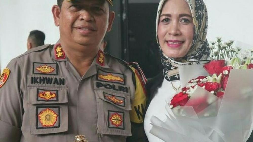 Istri Kapolres Pelabuhan Belawan AKBP Ikhwan Lubis SH, MH Resmi Menyandang Gelar Doktor