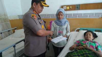 Kapolres Pelabuhan Belawan AKBP Ikhwan Lubis SH,MH, Berikan Tali Asih Kepada anak yatim piatu Dirumah Sakit