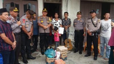 Kapolres Pelabuhan Belawan Mengunjungi Anak Yatim Pengamen Yang Ikut Kompetisi Bernyanyi Di Jakarta