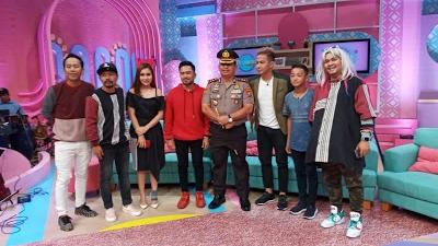 AKBP Ikhwan Lubis, SH.MH Dampingi Penyanyi Pevin di Acara Brownis