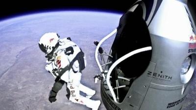 Atlet Terjun Bebas ini Lakukan Aksi Gila! Lompat dari Luar Angkasa