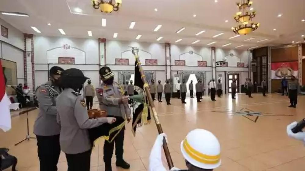 Irjen Pol Martuani Sormin Melakukan Pensucian Bendera Pataka Dalam Jelang Ultah Bhayangkara Polri Ke 74