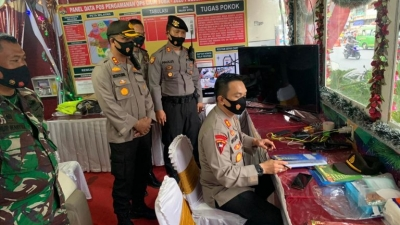 Waka Polrestabes Medan Monitor Pos Pam dan Posyan, dan juga Berikan Paket Natal dan Tahun Baru 2021