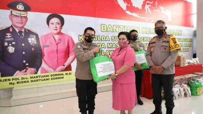Kapolda dan Ibu Ketua Bhayangkari Sumut Berbagi Kasih Merasa Kemsnusian Bantu Masyarakat Sulbar dan Kalsel