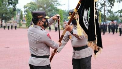 Petaka Satya Bakti Jaya dan Tongkat Kepemimpinan di Serahkan Kepada Kapolda Sumut Yang Baru
