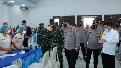 Kapolda Sumut Sama Kalemdiklat Meninjau Pelaksanaan Vaksinasi di Asrama Haji