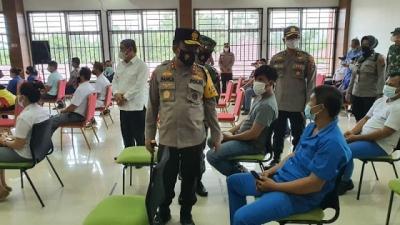 Vaksinasi 530 Pekerja Buruh, Kapolda Sumut dan Pangdam I/BB Lakukan Pengecekan