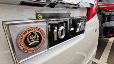 Gedung Anggota DPR RI Yang Serba Mewah,  Juga Memiliki Mobil Dinas Pelat Nomor Kendaraan Khusus