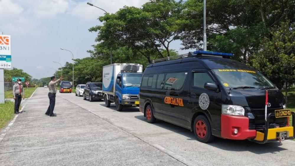 Vaksin Sinovac Tiba di Kualanamu Dengan Pesawat Garuda GA 182, Brimob Poldasu Kawal ke Gudang Farmasi Dinkes Sumut